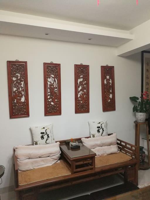 客厅空间布置雅气舒适。