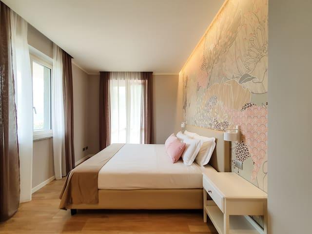 """Appartamento con vista valle e Jacuzzi """"Sentiero"""""""