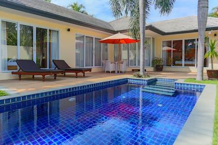2 bedroom PoolVilla 100 meter from beach free Wifi