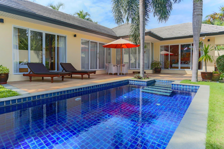 Uitzicht op het huis vanaf het zwembad gezien