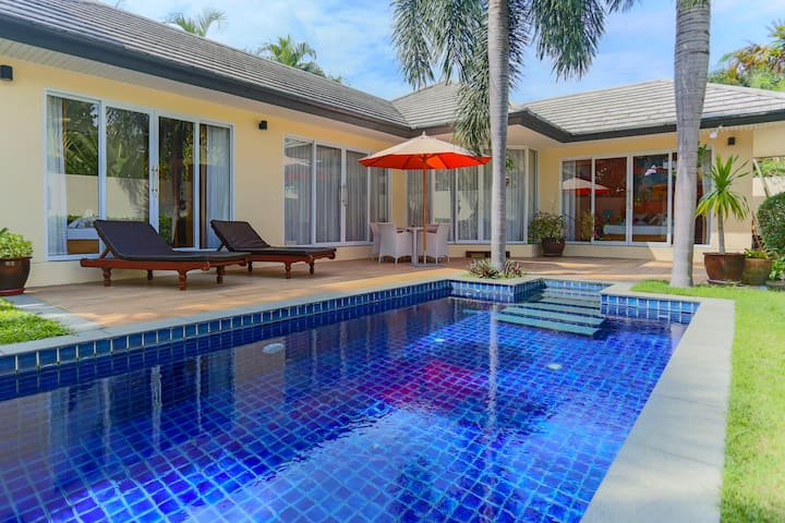 2 bedroom PoolVilla 100 meter from beach free Wifi