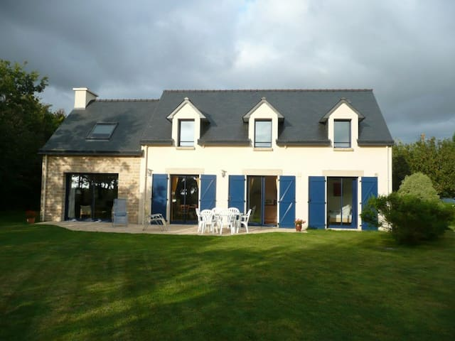 House in quiet location near the sea (600m) - Trégunc