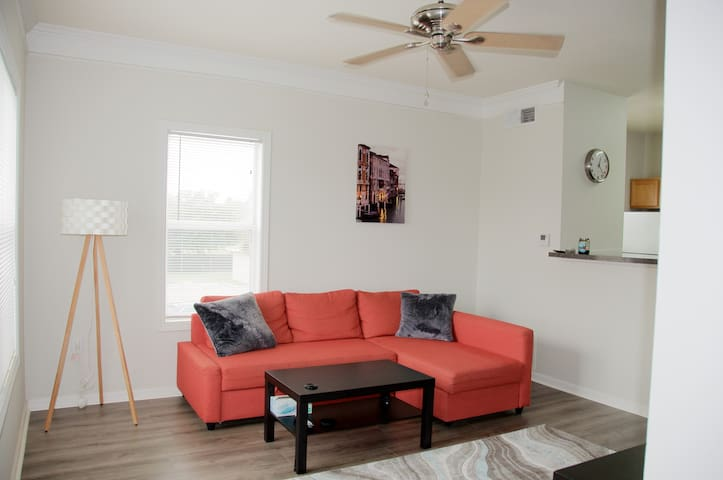 Perfect retreat near IMG academy and the beaches!