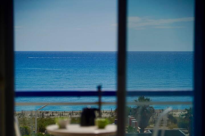 Studio avec vue sur mer! Accès direct plage !!