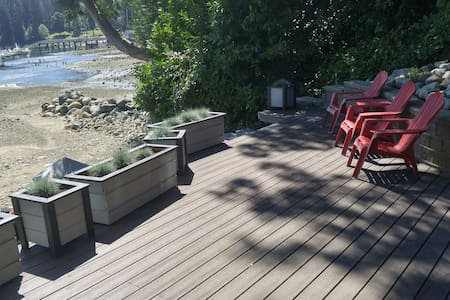 BEAUTIFUL WATERFRONT STUDIO SUITE - North Vancouver - Haus