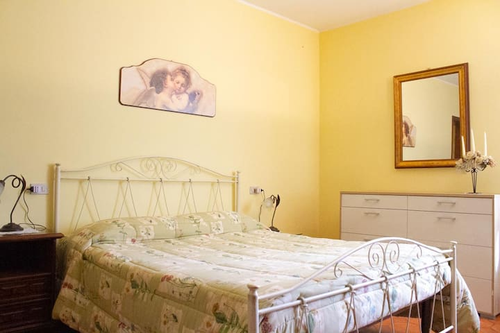 Lenzuola Matrimoniali Di Lusso.Airbnb Ostiglia Vacation Rentals Places To Stay Lombardy