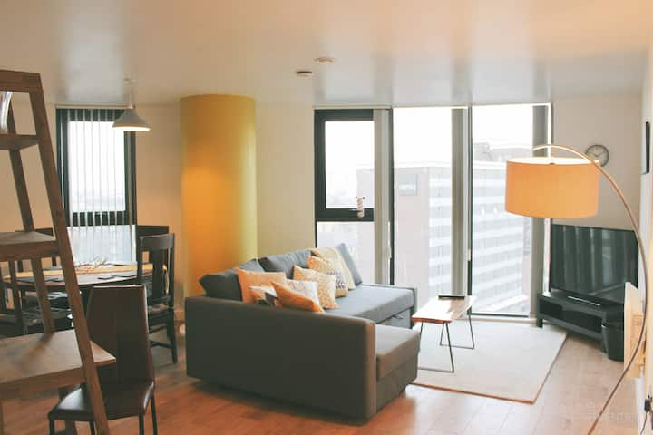 Fantastic 2 Bed High Floor & Central Apartment
