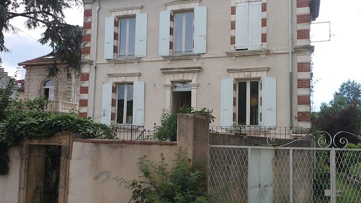 Chambre 2 dans maison au bord de la Viarhona