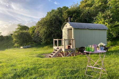 The Hut @Lime Cottage: delightful secluded retreat