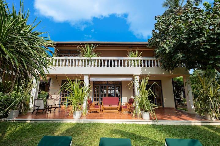 Private 3 bedrm beach villa & pool