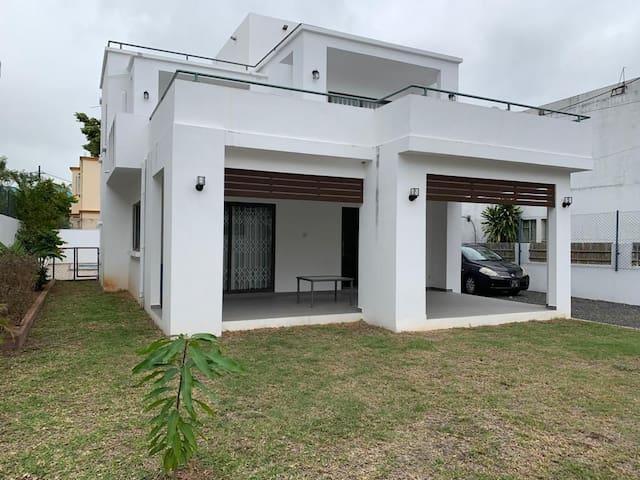 Villa avec piscine à 10 mètres de la plage