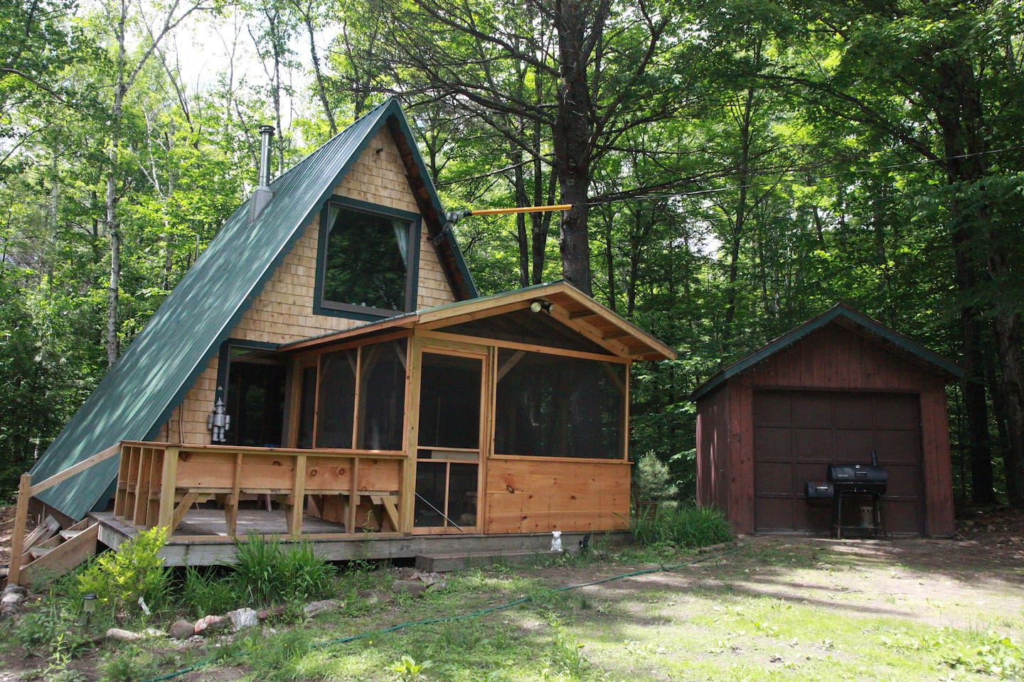 rooms on states tunbridge united for cabins acres a rent vermont quaint in frame cabin