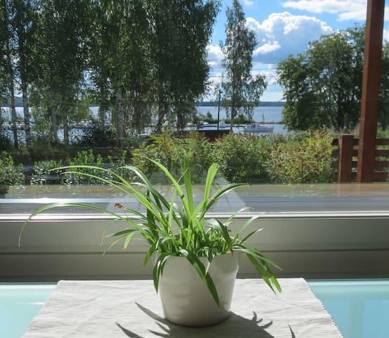 Uudenveroinen kaunis koti järvimaisemalla