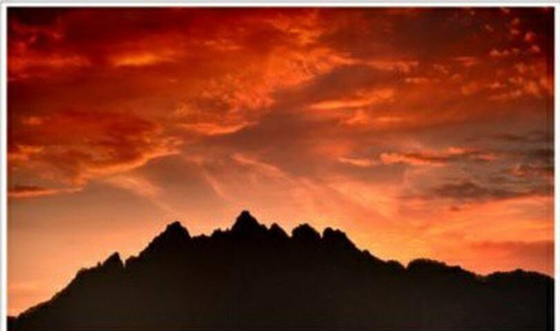 武当山景区内,金顶对面,海拔1000米露营基地,带气垫床的豪华帐篷。