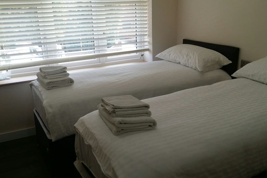 Double bed or two single beds. And an additional Guest bed available.