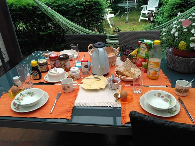Quiet Relax good Breakfast!  Nice Room nice place!