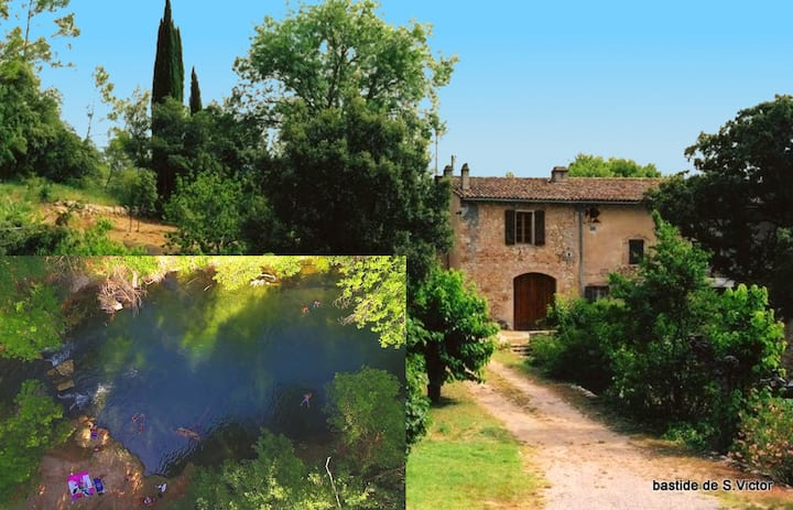 Calm and nature in Old Provence with private beach