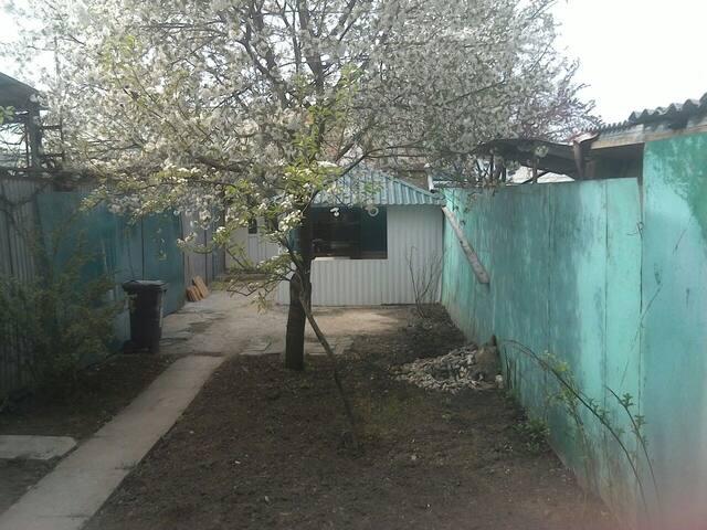 Сдаётся дом (свой двор+зона барбекю+мангал)