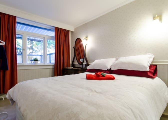 Queen bed, ensuite, breakfast, fabulous location! - North Vancouver - Rumah