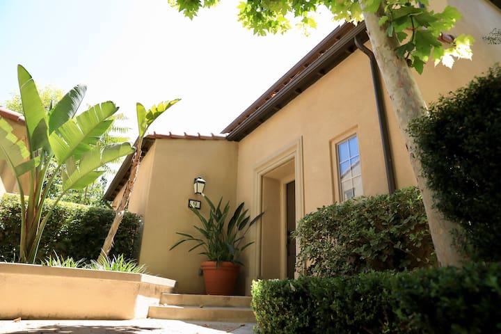 尔湾Woodbury小区全新配置安静私密的三房独栋别墅 Irvine Single house