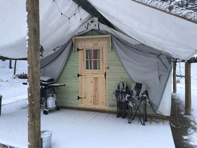 Tent Cottage lake side Glamping Fall and Winter 1
