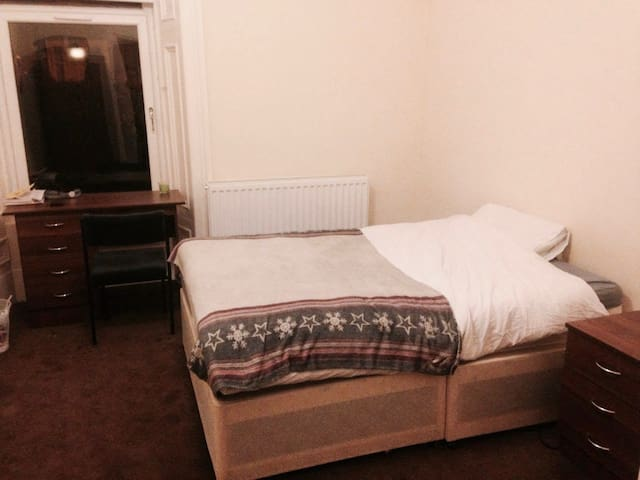 One bedroom - Double Bed - Hillhead (West end) - Glasgow - Byt