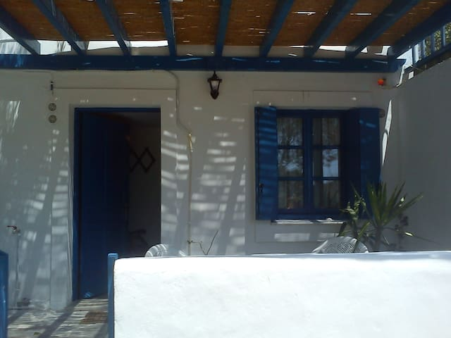 Couple friendly room in Kapsali - Kapsali - Flat