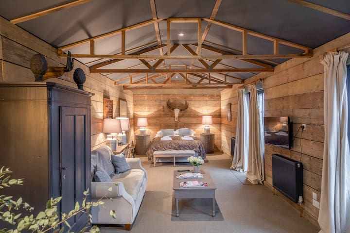 Luxury rural barn conversion near London