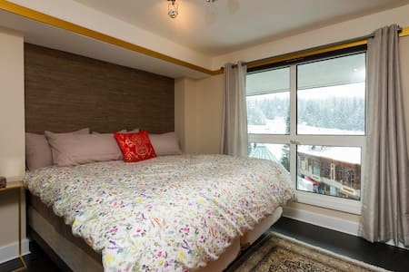 Ski-in/out Luxury 1 BD in Central Location - Whistler