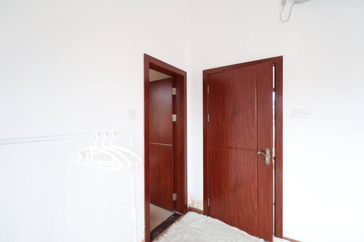「集梦间」White·R 糖果白雪  别墅度假屋 三层整层超大房间 网红打卡地 临江考场