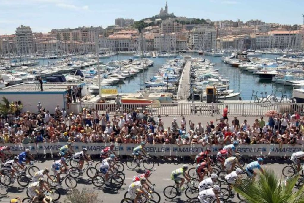 port de Marseille en plein réception du tour de france