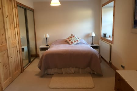 Cosy 3BD with private parking - Newmills - B&B/民宿/ペンション