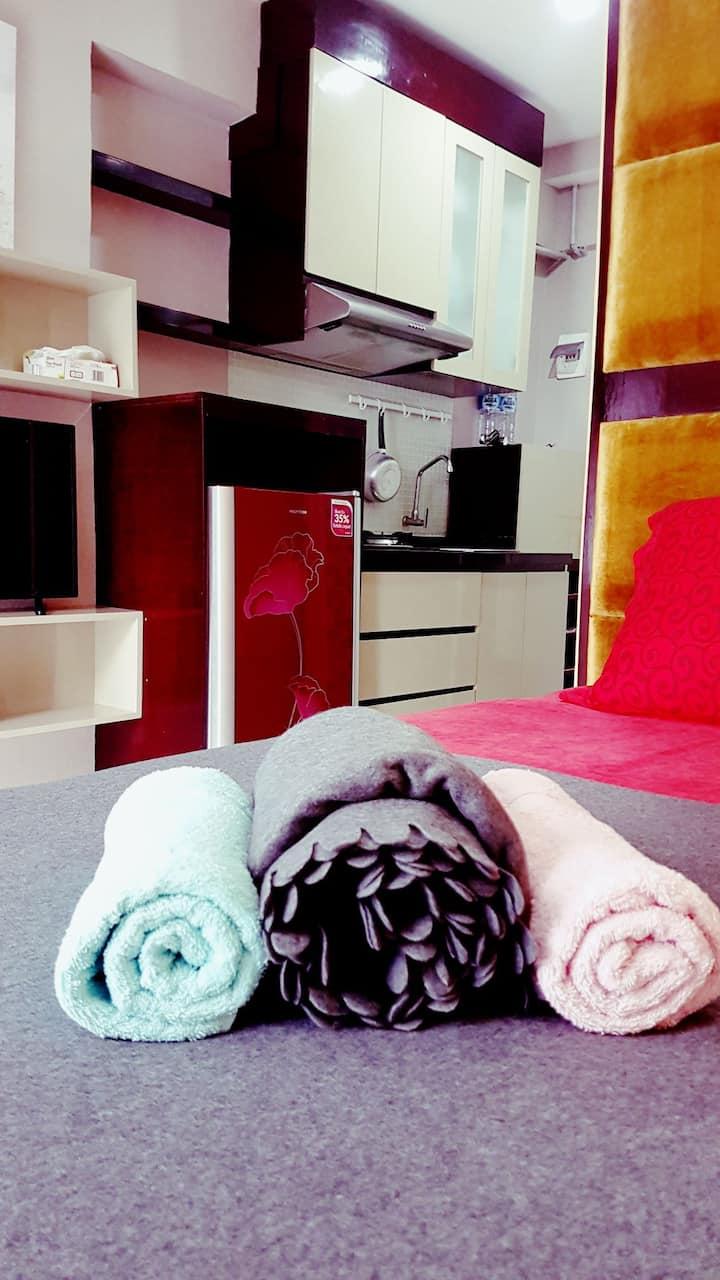 Cozy Studio 19 w/ free Wifi @Jarrdins Cihampelas
