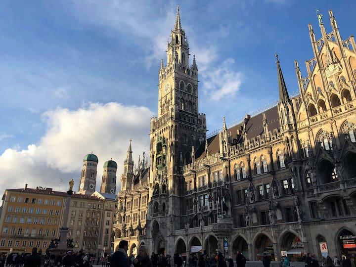 Marienplatz, Mary's Column in the Left