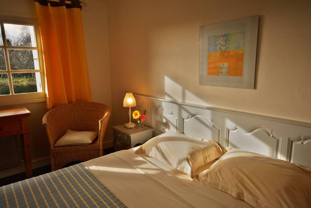 chambre kereven chambres d 39 h tes louer b nodet bretagne france. Black Bedroom Furniture Sets. Home Design Ideas