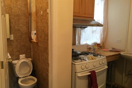 Single bed in the kitchen - Brooklyn  - Apartment