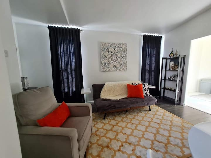 A relaxing 1 bedroom guesthouse in 1000 palms