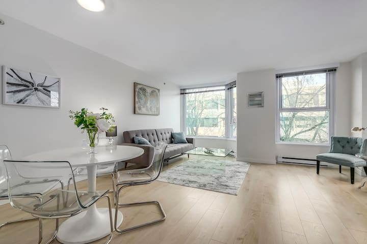 2 bed across the City Hall , 1 block to Can Line