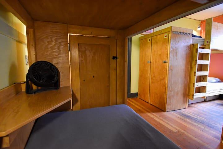 Deluxe Dorm Pod