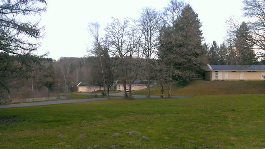 Au bord du lac d'Egletons... - Égletons - House