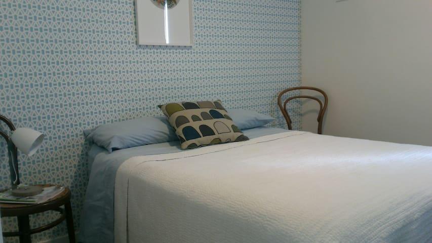 Westview Retro Blue Room