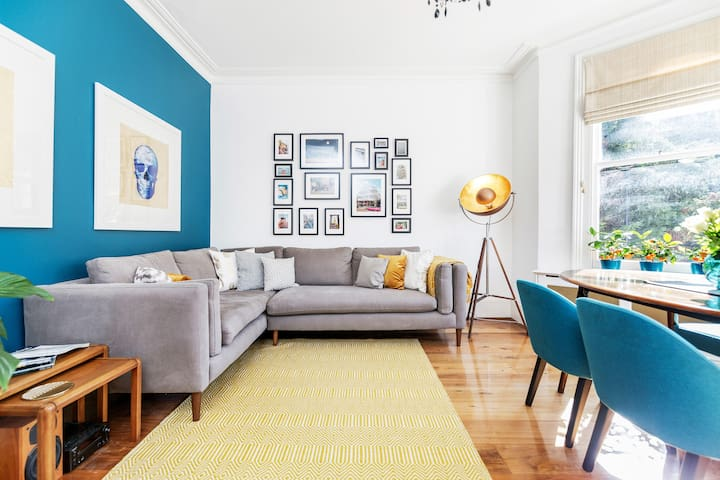 Stylish, big & bright Room in Apartment near Kensington