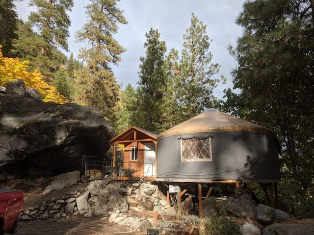 Snow Lakes Yurt