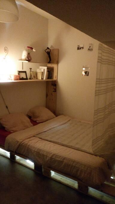 Chambre lit double / TV / Dressing