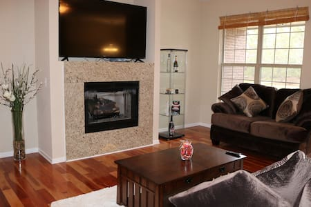Comfy, clean, and quiet Canton condo for travelers - Canton - Kondominium