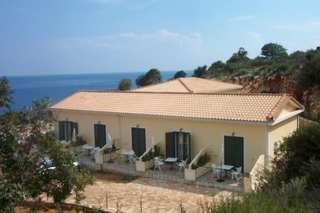 Kefalonia Skala appartment direct aan zee. - Poros - Wohnung