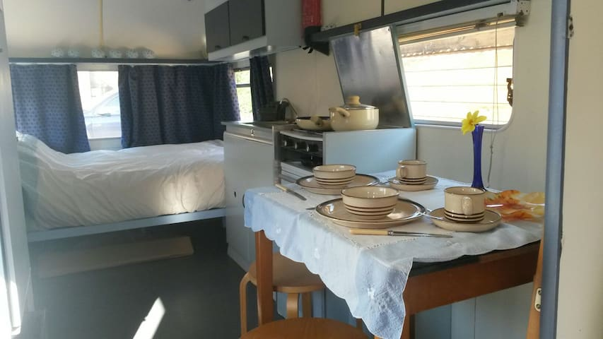 Cosy Glamping Caravan in Edale. - Edale - Other