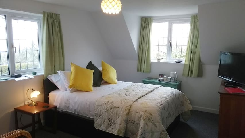 This en suite room has a double bed, tea and coffee making facilities and a flat screen TV. The dual aspect room has fabulous sea and surrounding farmland views