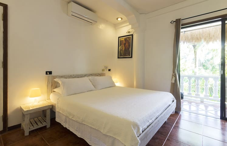 Lanterna Hotel Boracay ACC-R (Phone number hidden by Airbnb)