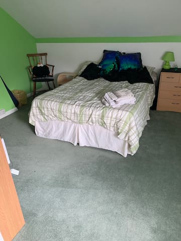 1 Double Attic Room (green), Gravesend.